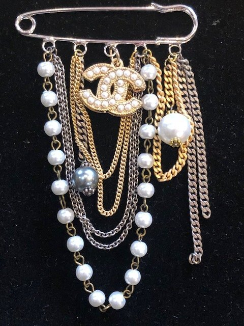 pin white pearls 1
